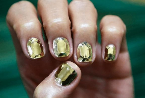 From Diamonds to Wires, How to Get Korea's Hottest Nail Trends