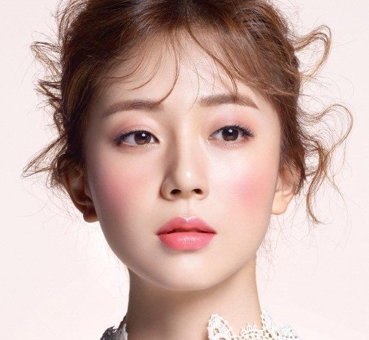 Baek Jin Hee in Marie Claire Korea. k-beauty trends