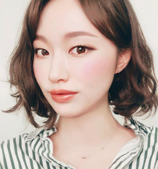 The Best Instagram Accounts for Korean Makeup Swatches