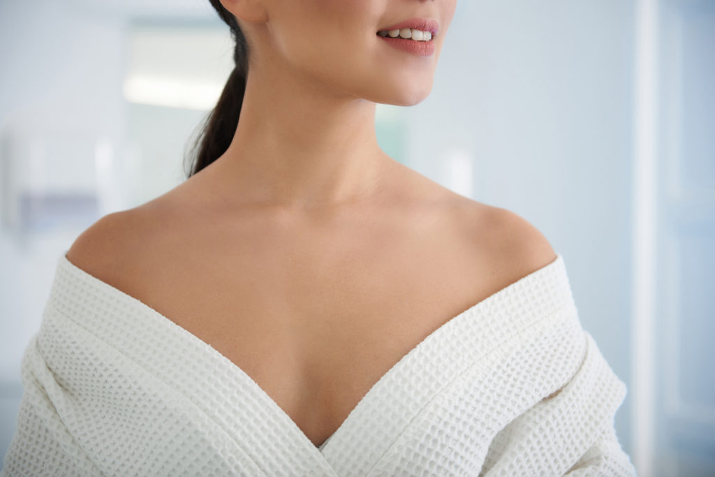 How To Achieve A More Youthful Décolletage
